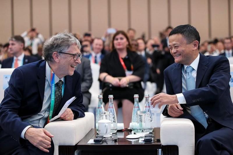 <strong class='keys'>Джак Ма</strong> и Бил Гейтс